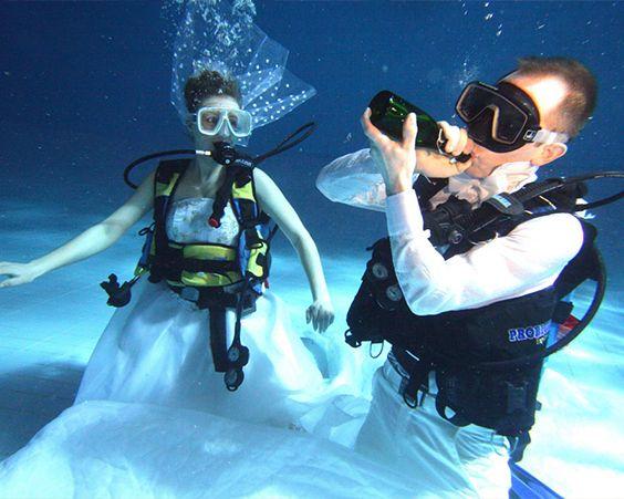 Незвичайна підводний весілля