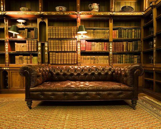 Домашня бібліотека в англійському стилі