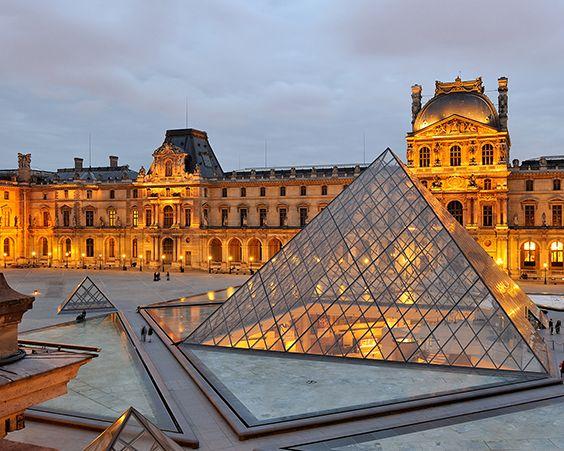 прекрасний Лувр