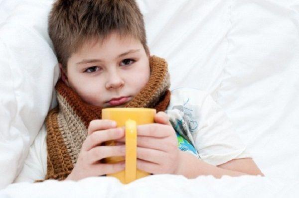 Що робити якщо у дитини болить горло і температура?