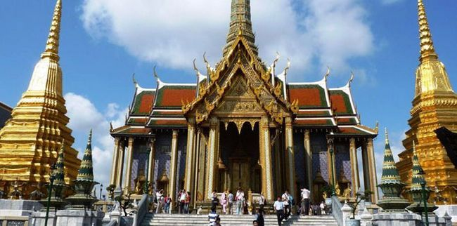 Величний храм Смарагдового Будди