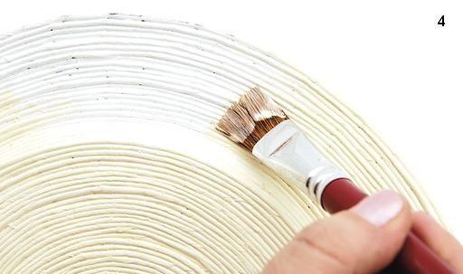 Декупаж та плетіння з газети: годинник або панно