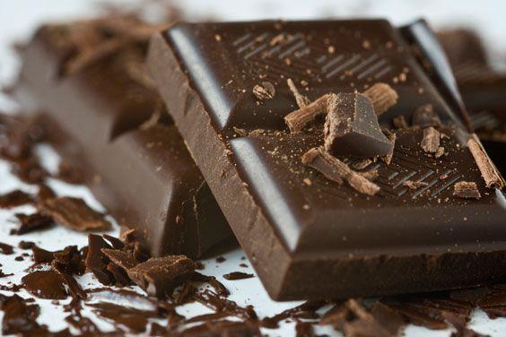 Темний шоколад - найкращий і найпростіший десерт для романтичної вечері