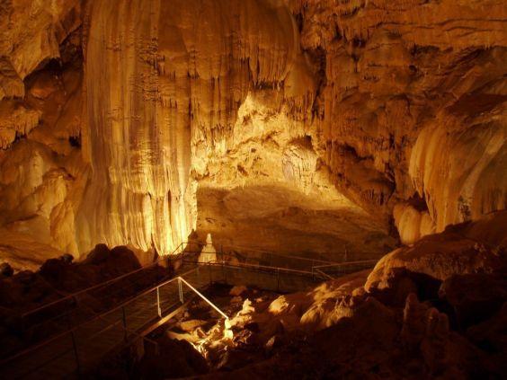 Приголомшлива Новоафонська печера
