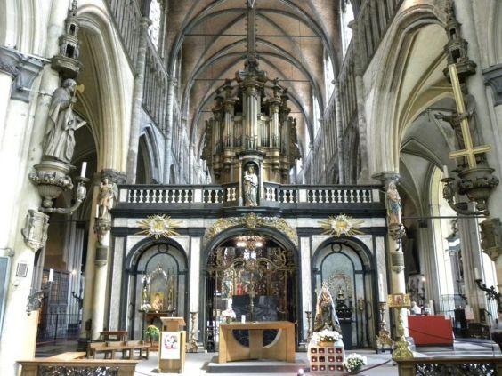 Церква Богоматері Брюгге. інтер`єр
