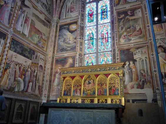 Грандіозна базиліка Санта-Кроче. фрагмент інтер`єру