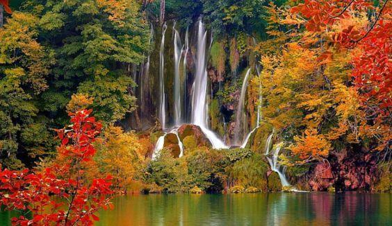 Парк Плитвицкие озера восени