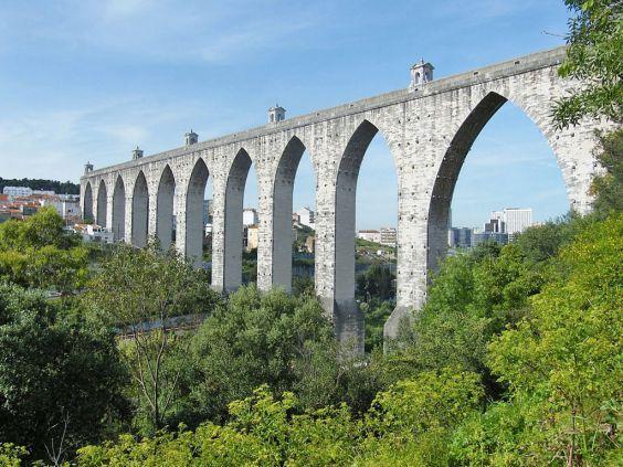 Старовинний акведук Агуаш-Лібріш
