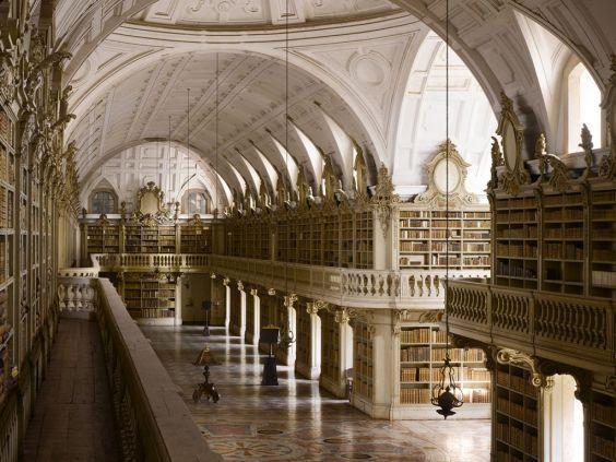 Палац Мафра в передмісті Лісабона. бібліотека