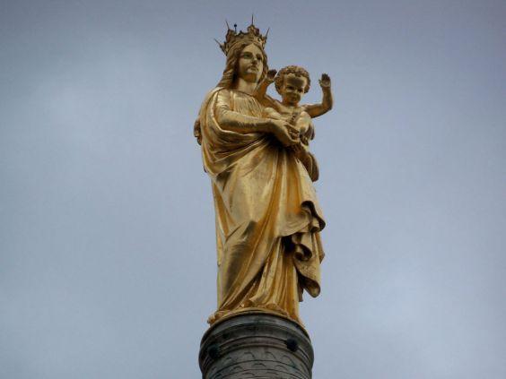 Статуя Богоматері на базиліці Нотр-Дам-де-ла-Гард