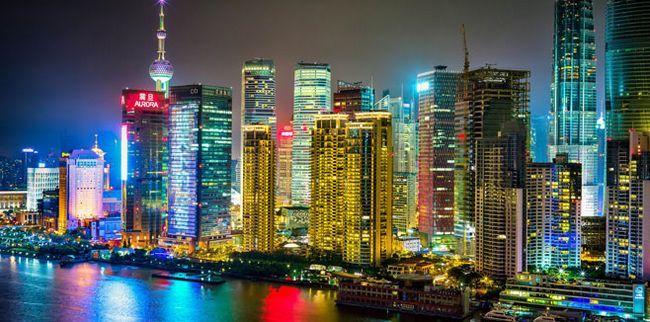 Багатомільйонний Шанхай вночі
