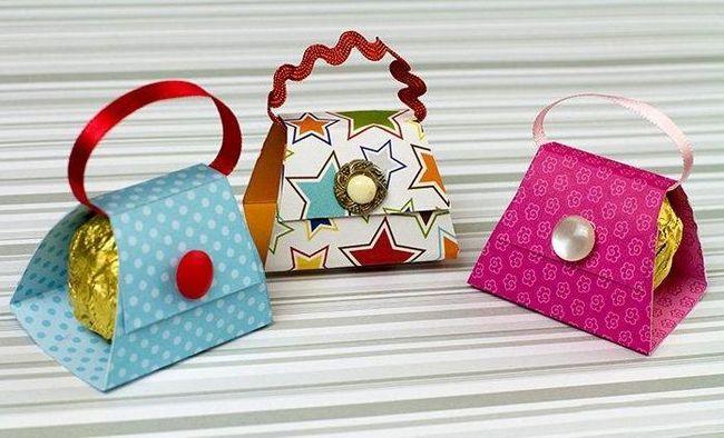 проста і красива упаковка для цукерок і маленьких подаруночків своїми руками - викрійки і майстер-класи - паперова сумочка