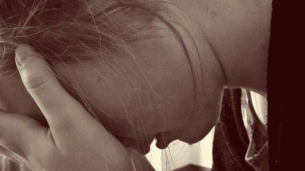 Жінка хвора на депресію
