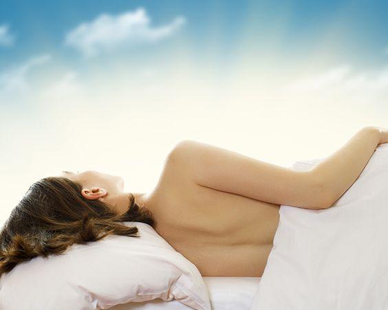 Як правильно спати: на боці, спині або животі?
