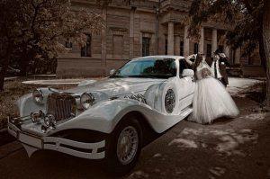 Як правильно вибрати і замовити лімузин на весілля?