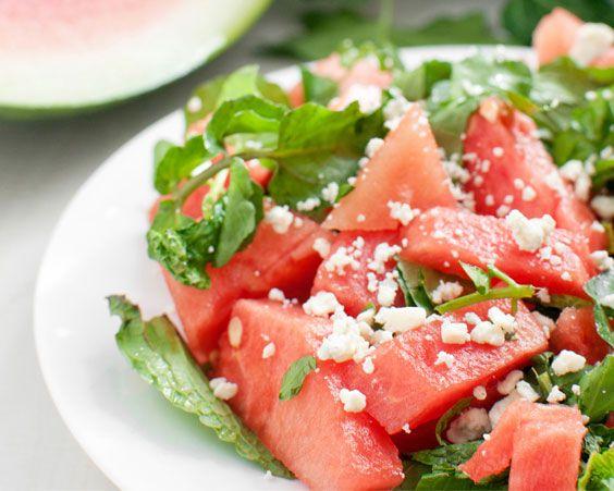 Легкий кавуновий салат з руколою