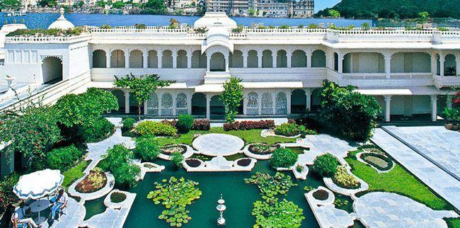 Індійський готель «Taj Lake Palace»