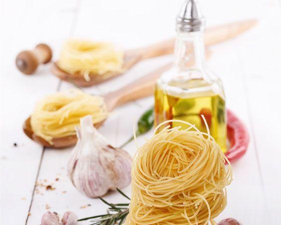 Соус з оливкового масла, часнику і перцю